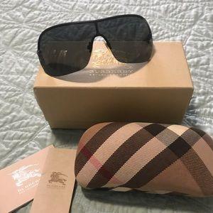 100% authentic Burberry Unisex Sunglasses